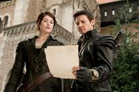 HANSEL & GRETEL: WITCH HUNTERS, (aka HANSEL AND GRETEL: WITCH HUNTERS), from left: Gemma Arterton, Jeremy Renner, 2013. ph: David Appleby/©Paramount Pictures