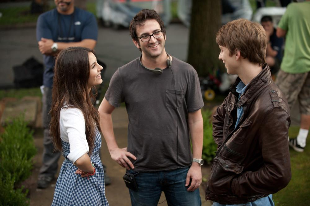 FUN SIZE, from left: Victoria Justice, director Josh Schwartz, Thomas Mann, on set, 2012. ph: Jamie Trueblood/©Paramount