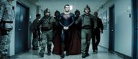 MAN OF STEEL, center: Henry Cavill (as Superman), far right: Christopher Meloni, 2013, ©Warner Bros. Pictures