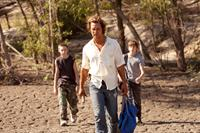 MUD, from left: Jacob Lofland, Matthew McConaughey, Tye Sheridan, 2012. ph: Jim Bridges/©Roadside Attractions
