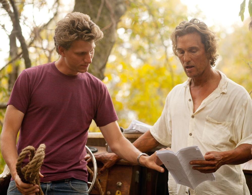 MUD, from left: director Jeff Nichols, Matthew McConaughey, on set, 2012. ph: Jim Bridges/©Roadside Attractions
