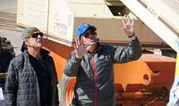 ALL IS LOST, from left: Robert Redford, director J.C. Chandor, on set, 2013. ph: Andrew Illson/©Lionsgate