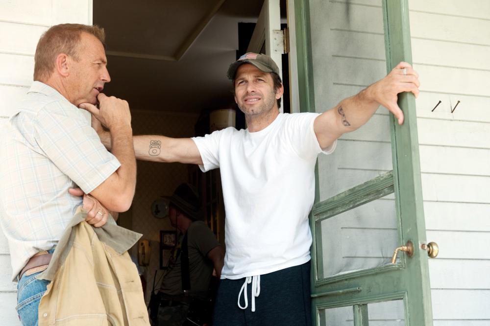 MAN OF STEEL, from left: Kevin Costner, director Zack Snyder, on set, 2013. ph: Clay Enos/©Warner Bros. Pictures