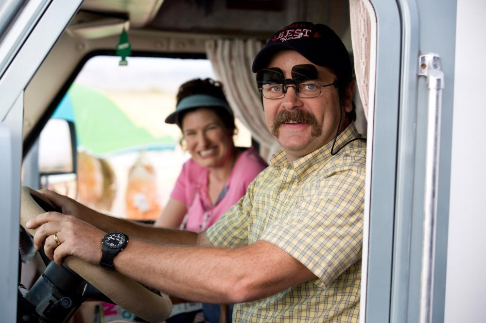 WE'RE THE MILLERS, l-r: Kathryn Hahn, Nick Offerman, 2013, ph: Michael Tackett/©Warner Bros. Pictures