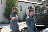 2 GUNS, (aka TWO GUNS), from left: director Baltasar Kormakur, Mark Wahlberg, on set, 2013. ph: Patti Perret/©Universal Pictures