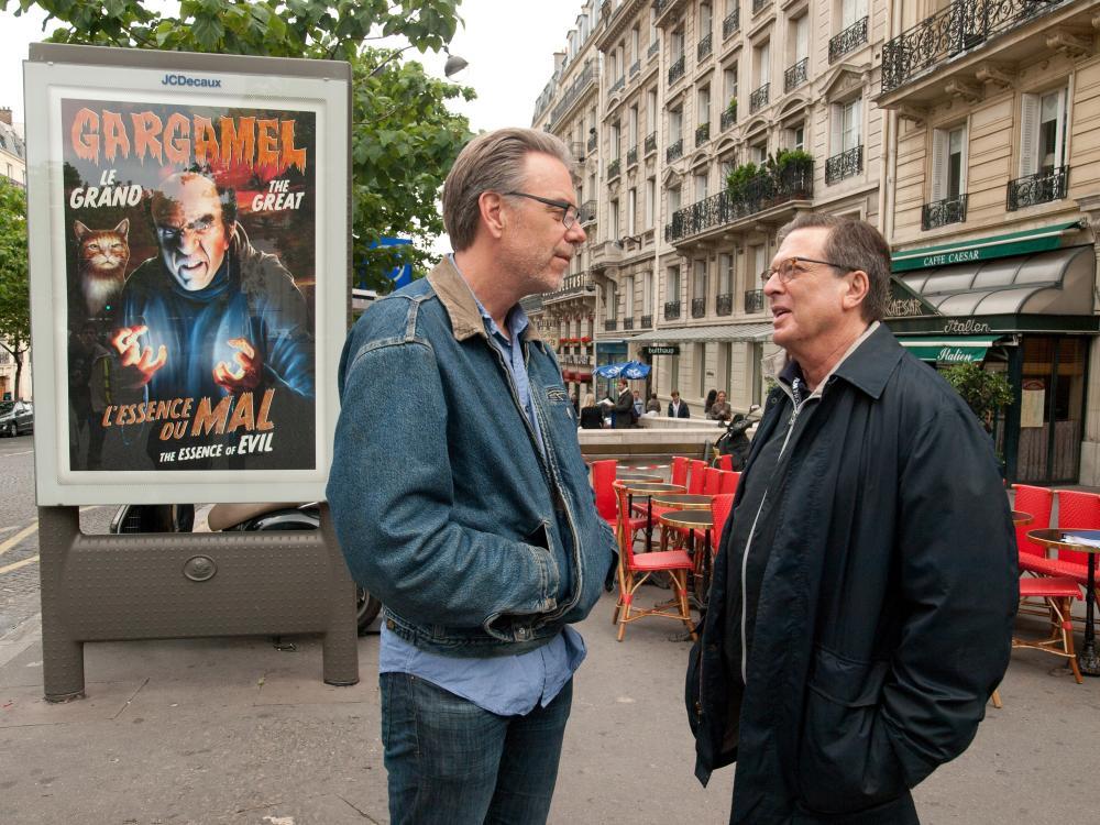 THE SMURFS 2, l-r: director Raja Gosnell, producer Jordan Kerner on location in Paris, France, 2013, ph: Bruno Calvo/©Columbia Pictures