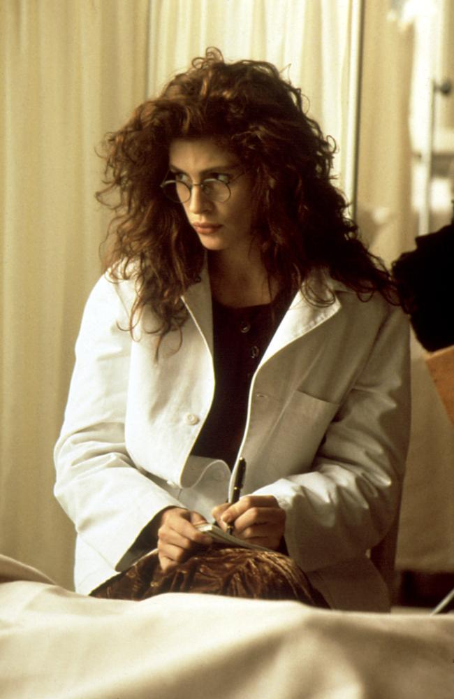 FLATLINERS, Julia Roberts, 1990, eyeglasses