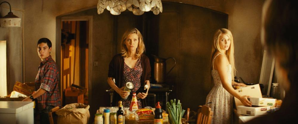 THE FAMILY, l-r: John D'Leo, Michelle Pfeiffer, Dianna Agron, 2013, ©Relativity Media