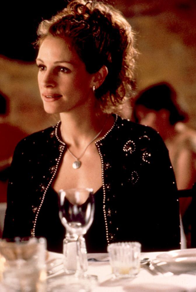 MY BEST FRIEND'S WEDDING, Julia Roberts, 1997, restaurant table
