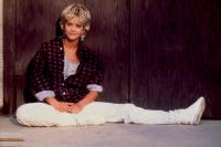 ARMED AND DANGEROUS, Meg Ryan, 1986, sitting