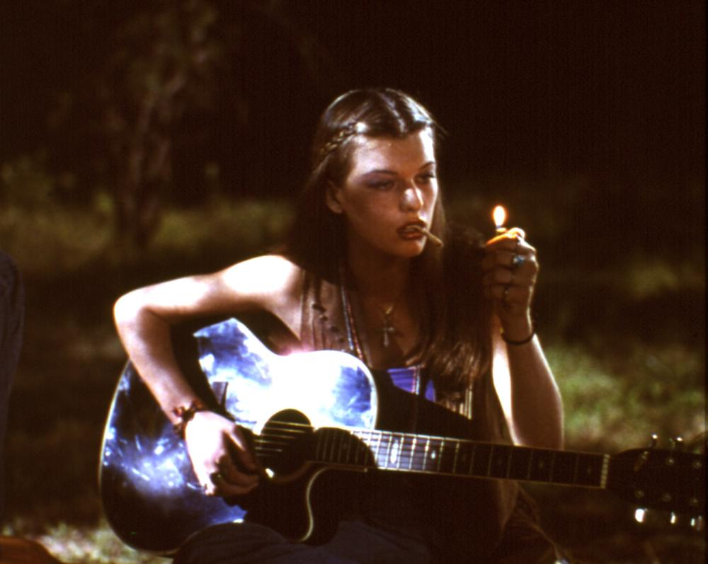 DAZED AND CONFUSED, Milla Jovovich, 1993