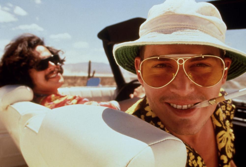 FEAR AND LOATHING IN LAS VEGAS, Benicio Del Toro, Johnny Depp, 1998, cigarette holder