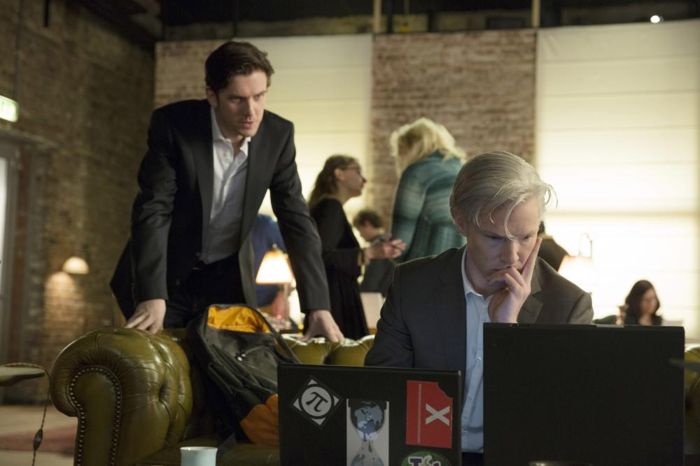 THE FIFTH ESTATE, from left: Dan Stevens, Benedict Cumberbatch, 2013. ph: Frank Connor/©Touchstone Pictures