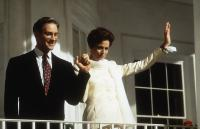 DAVE, Kevin Kline, Sigourney Weaver, 1993, waving