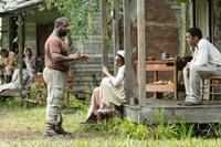 12 YEARS A SLAVE, l-r: director Steve McQueen, Adepero Oduye, Chiwetel Ejiofor, 2013, ph: Jaap Buitendijk/TM and Copyright ©Fox Searchlight Pictures. All rights reserved.