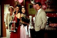 DROP DEAD GORGEOUS, Kirstie Alley, Denise Richards, Sam McMurray, 1999. (c) New Line Cinema.