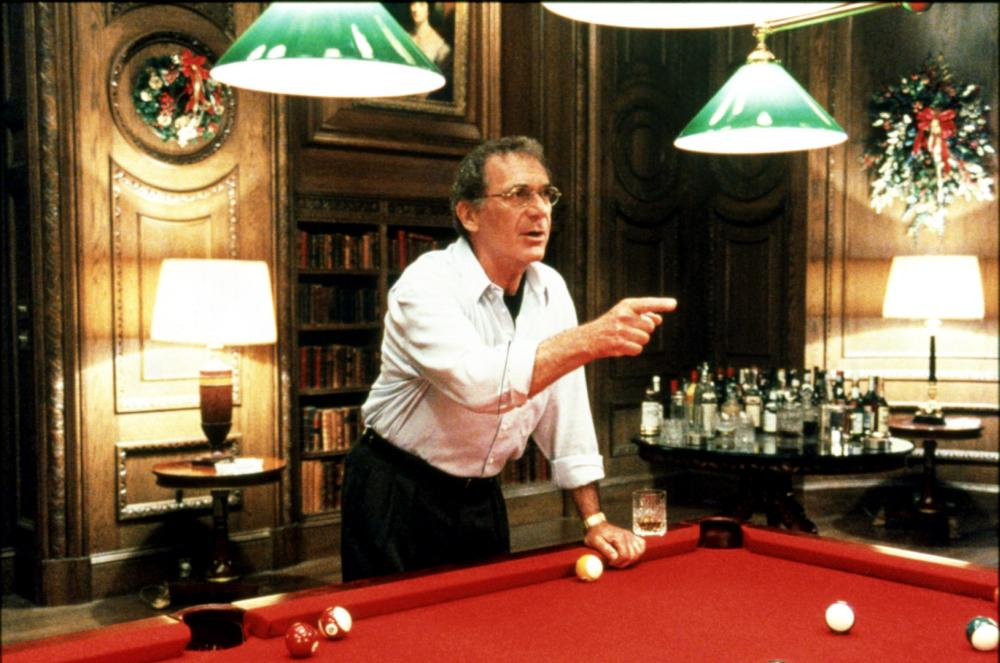 EYES WIDE SHUT, Sydney Pollack, 1999, Pointing At The Pool Table