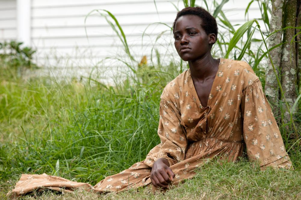 12 YEARS A SLAVE, Lupita Nyong'o, 2013. ph: Francois Duhamel/TM and Copyright ©Fox Searchlight Pictures. All rights reserved.