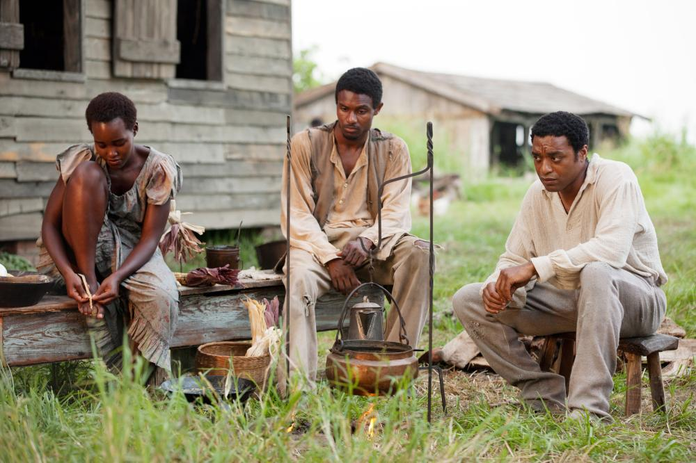 12 YEARS A SLAVE, Lupita Nyong'o (left), Chiwetel Ejiofor (right), 2013. ph: Francois Duhamel/TM and Copyright ©Fox Searchlight Pictures. All rights reserved.