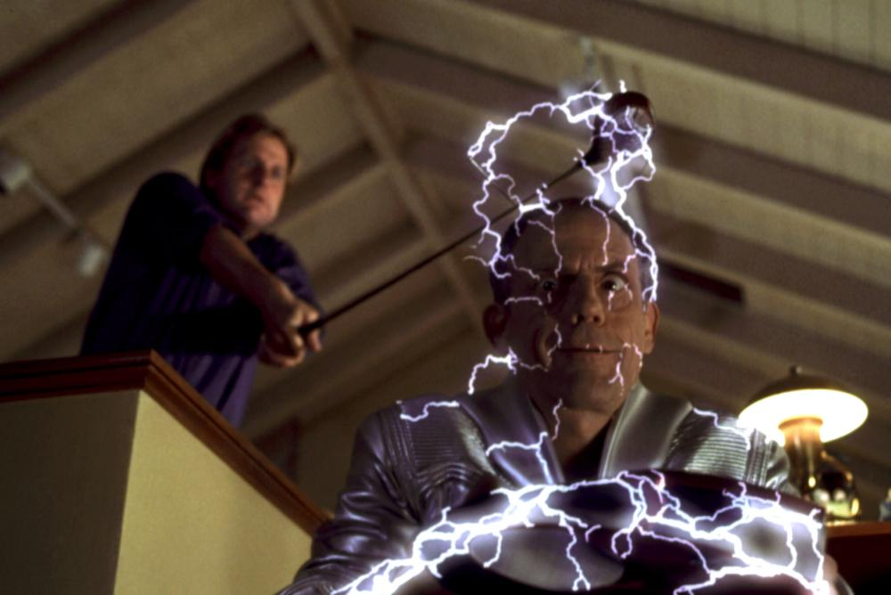MY FAVORITE MARTIAN, Jeff Daniels, Christopher Lloyd, 1999, electricity