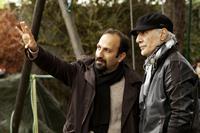 THE PAST, from left: director Asghar Farhadi, cinematographer Mahmoud Kalari, on set, 2013. ph: Carole Bethuel/©Sony Pictures Classics