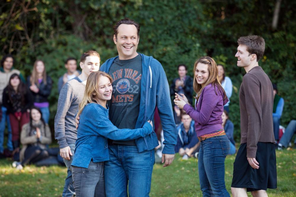 DELIVERY MAN, Britt Robertson (center left), Vince Vaughn (center), 2013. ph: Jessica Miglio/©Walt Disney Studios Motion Pictures