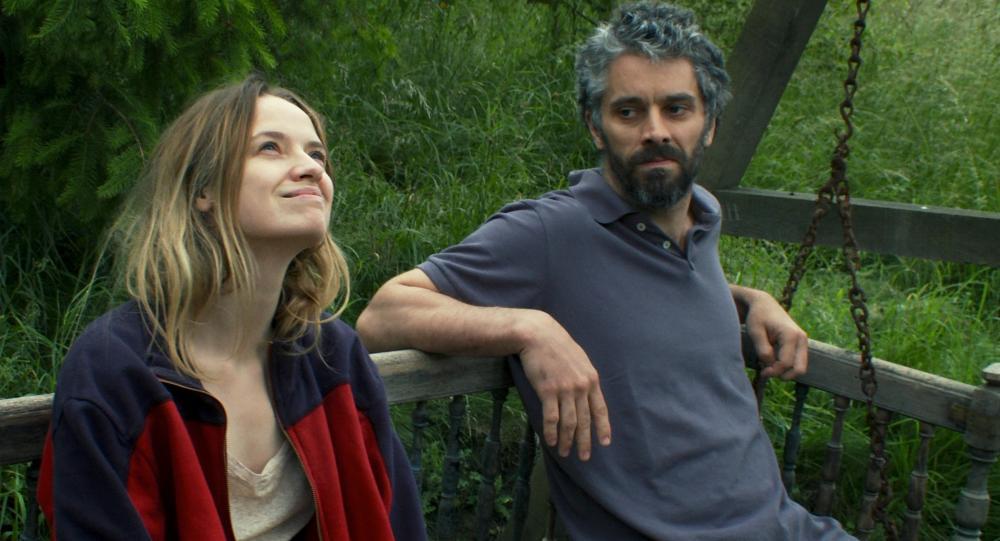 LOVE BATTLES, (aka MES SEANCES DE LUTTE), from left: Sara Forestier, James Thierree, 2013. ©Adopt Films