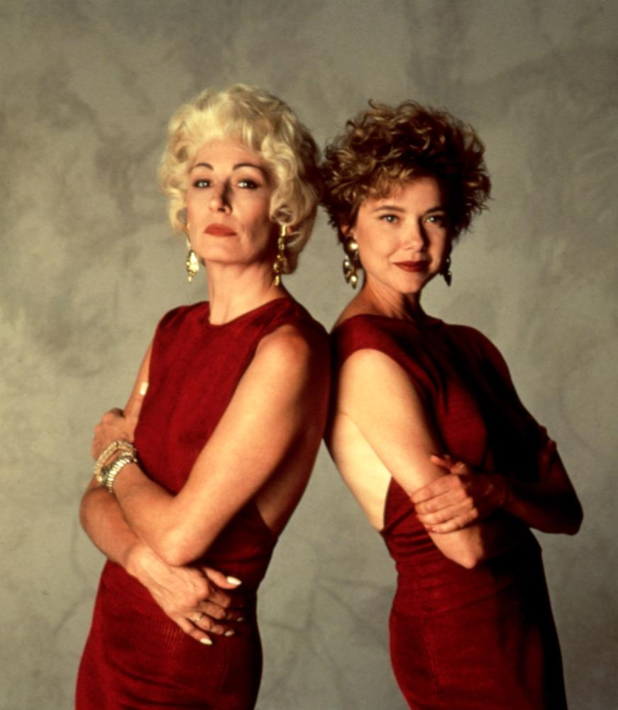 GRIFTERS, THE, Angelica Huston, Annette Bening, 1990, in red dresses