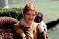 BUDDY, Rene Russo, 1997, monkey on her back
