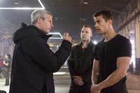 DIVERGENT, l-r: director Neil Burger, Jai Courtney, Theo James on set, 2014, ph: Jaap Buitendijk/©Summit Entertainment
