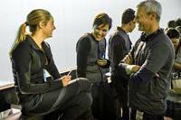 DIVERGENT, from left: Shailene Woodley, author Veronica Roth, director Neil Burger, on set, 2014. ph: Jaap Buitendijk/©Summit Entertainment