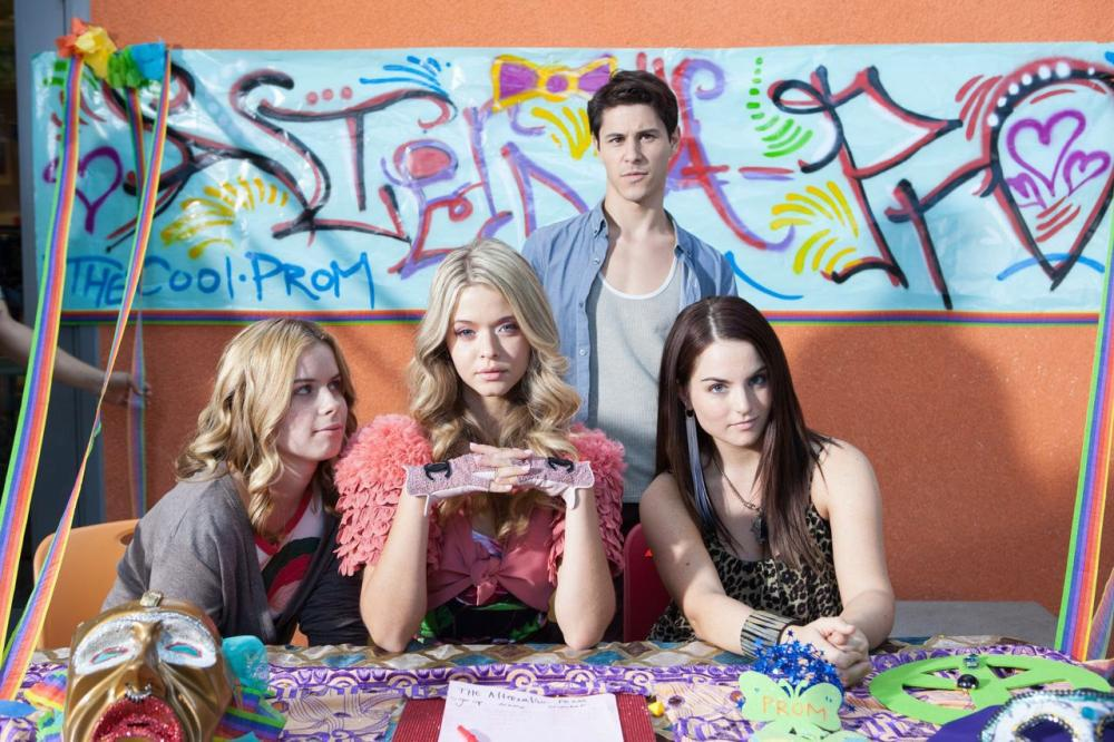 G.B.F., from left: Jessie Ennis, Sasha Pieterse, Michael J. Willett, Joanna 'JoJo' Levesque, 2013. ph: Kate Romero/©Vertical Entertainment