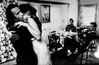 DOWN BY LAW, Roberto Benigni, Nicoletta Braschi, Tom Waits, John Lurie, 1986, reunion embrace