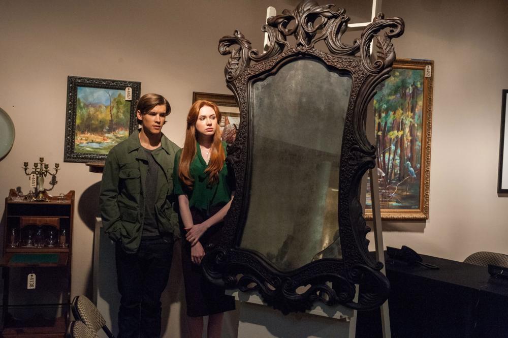 OCULUS, from left: Brenton Thwaites, Karen Gillan, 2013. ph: John Estes/©Relativity Media