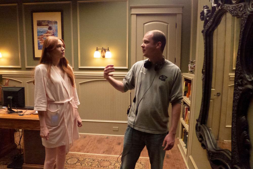 OCULUS, from left: Karen Gillan, director Mike Flanagan, on set, 2013. ph: John Estes/©Relativity Media