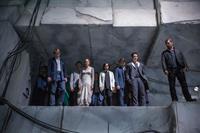 DIVERGENT, front, from left: Ben Lamb, Christian Madsen, Shailene Woodley, Zoe Kravitz, Ben Lloyd-Hughes, Miles Teller, Theo James, 2014. ph: Jaap Buitendijk/©Summit Entertainment