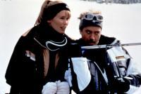 FRIENDS & LOVERS, Claudia Schiffer, Robert Downey Jr., 1999, skiing