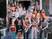 YOURS, MINE AND OURS, Lucille Ball, Henry Fonda, (upper right), with children Gregory Atkins, Lynnell Atkins, Kimberly Beck, Kevin Burchett, Suzanne Cupito, Maralee Foster, Gary Goetzman, Margot Jane, Jennifer Leak, Tim Matheson, Tracy Nelson, Holly O'Brie