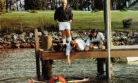 WHAT ABOUT BOB?, on ground from left: Charlie Korsmo, Julie Hagerty, Kathryn Erbe, Richard Dreyfuss (standing), Bill Murray (in water), 1991, © Buena Vista