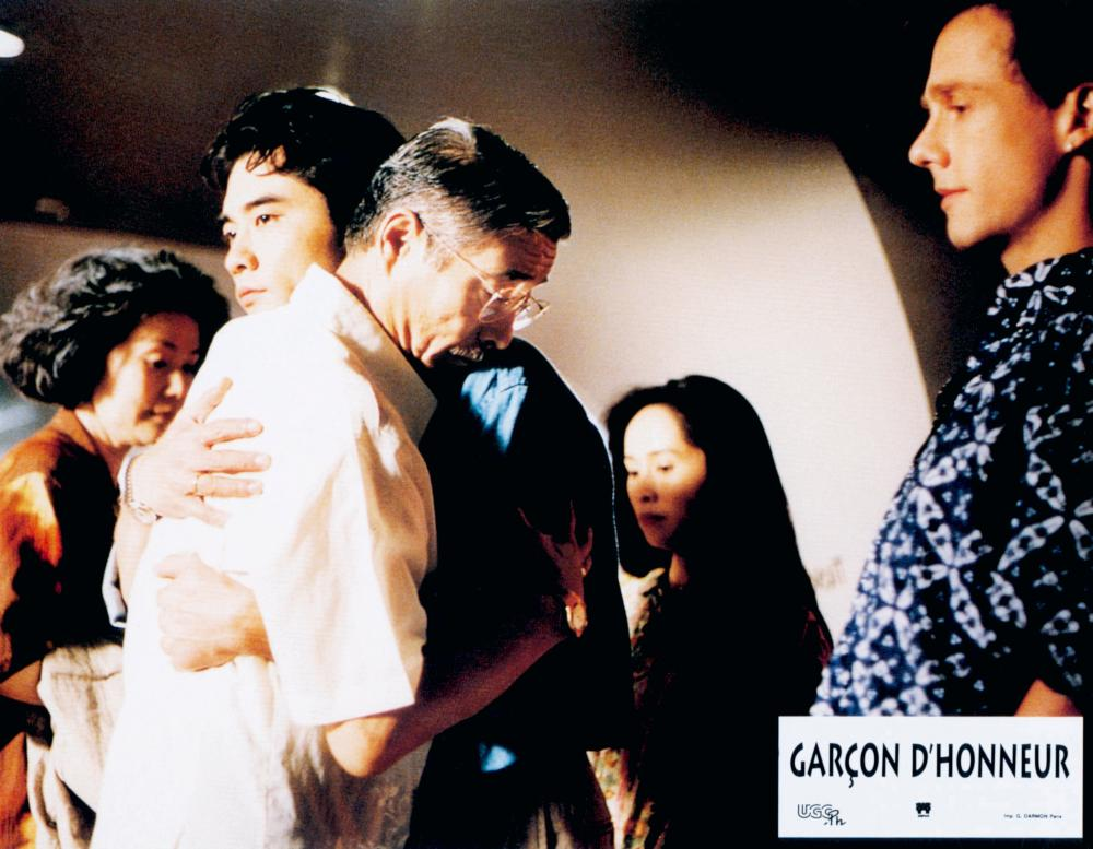 THE WEDDING BANQUET, (aka XI YAN, aka GARCON D'HONNEUR), Ah Lei Gua (left rear), embracing from left: Sihung Lung, Winston Chao, May Chin (center rear), Mitchell Lichtenstein (right), 1993, © Samuel Goldwyn