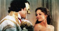 UN AMOUR DE SORCIERE, (aka WHICH WAY LOVE), from left: Gil Bellows, Vanessa Paradis, 1997, © UGC