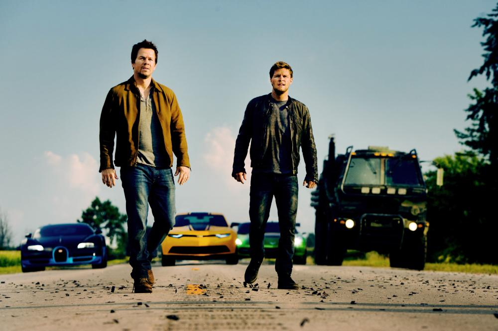 TRANSFORMERS: AGE OF EXTINCTION, from left: Mark Wahlberg, Jack Reynor, 2014. ph: Andrew Cooper/©Paramount Pictures