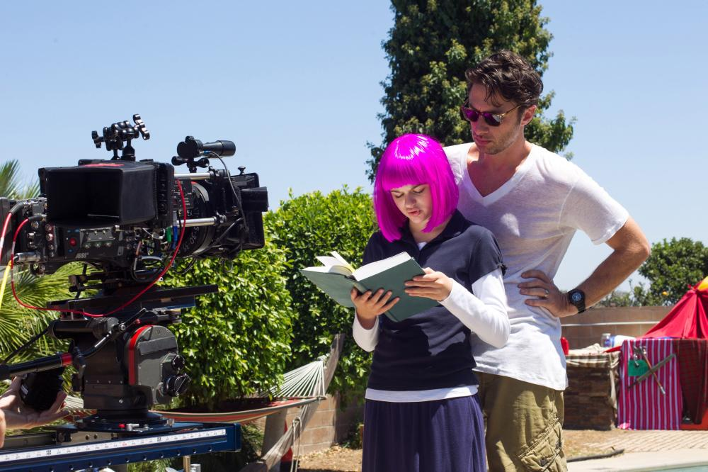WISH I WAS HERE, from left: Joey King, director Zach Braff, on set, 2014. ph: Merie Weismiller Wallace/©Focus Features