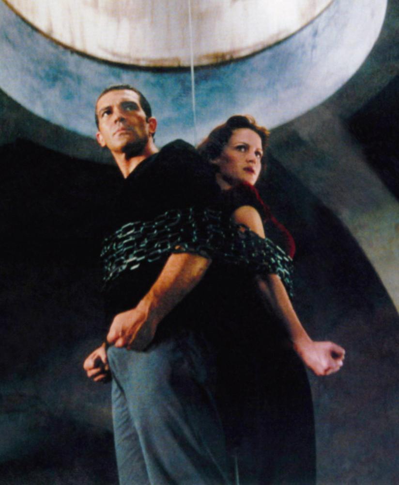 SPY KIDS, from left, Antonio Banderas, Carla Gugino, 2001, ©Miramax