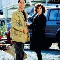SLEEPLESS IN SEATTLE, front from left: Tom Hanks, Rita Wilson, Ross Malinger (hiding and holding bag), 1993, © TriStar