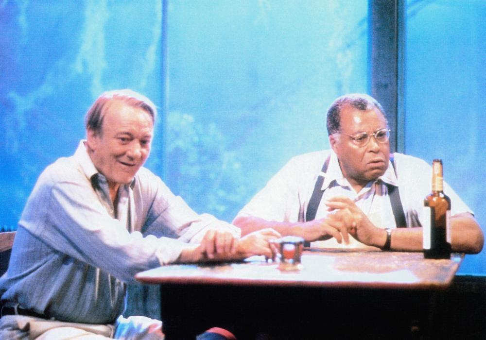 SCORCHERS, from left: Denholm Elliott, James Earl Jones, 1991, © Goldcrest