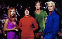 SCOOBY-DOO, from left: Sarah Michelle Gellar, Linda Cardellini, Matthew Lillard, Freddie Prinze Jr., 2002, © Warner Brothers