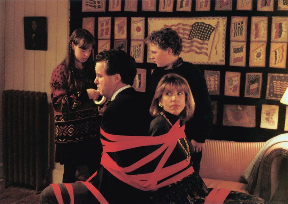 THE REF, foreground: Adam LeFevre, Christine Baranski, background: Ellie Raab, Robert J. Steinmiller Jr., 1994, (c) Touchstone