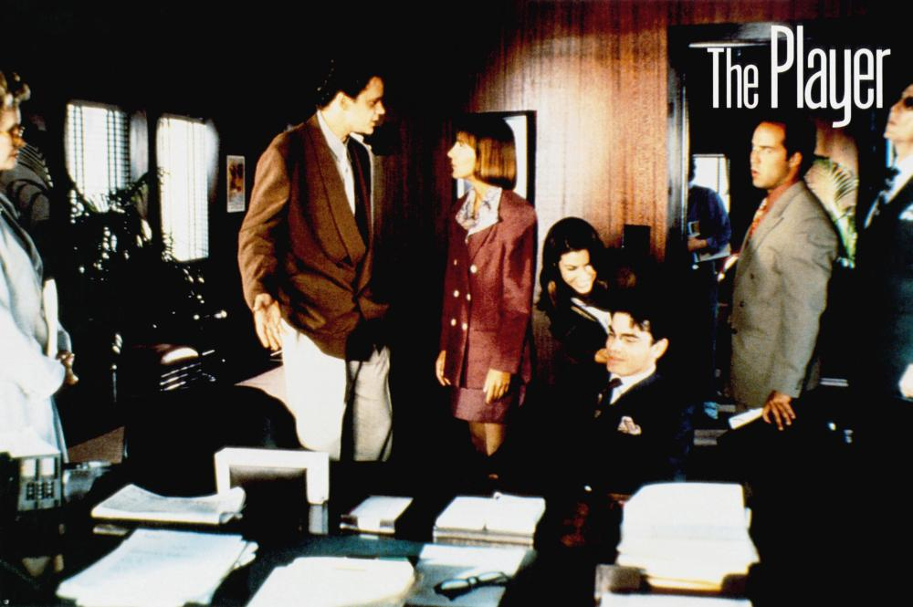 THE PLAYER, Tim Robbins (second from left), Cynthia Stevenson, Gina Gershon (bending over), Peter Gallagher (seated), Jeremy Pivan, 1992, © Fine line Features
