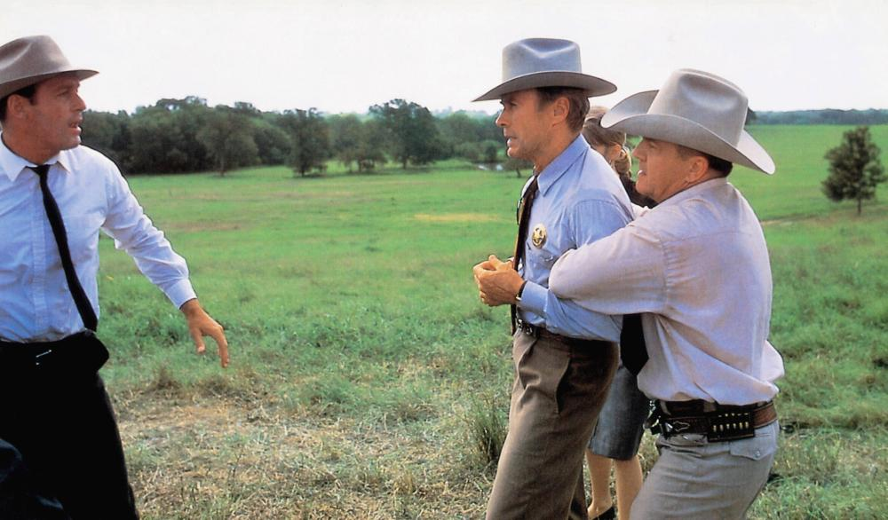A PERFECT WORLD, Bradley Whitford (left), Clint Eastwood (center), Laura Dern (rear), Leo Burmester (right), 1993, © Warner Brothers